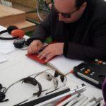 Nicolas Desse teste la machine à écrire en Braille